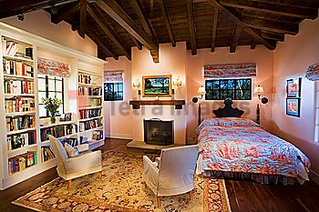 Large bedroom with high vaulted ceilings and pink walls