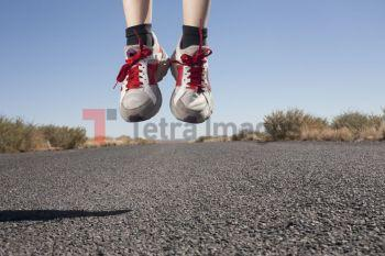 USA, Arizona, Winslow, Human feet in sport shoes jumping