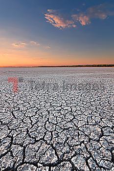 Ukraine, Dnepropetrovsk Region, Novomoskovskiy District, Lake Soleniy Lyman, Desert at sunset